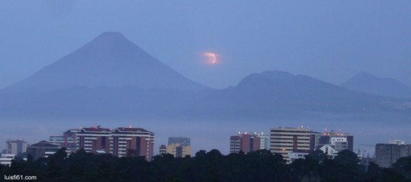 120604_moon_volcanos_guatemala_luis_figueroa