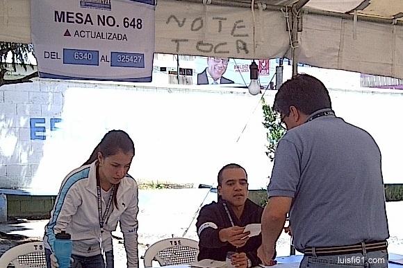 111106_luis_figueroa_votando_3
