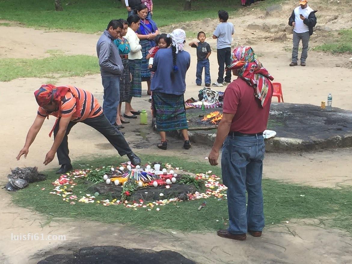 161001-iximche-sacrificio-ritual-luis-figueroa