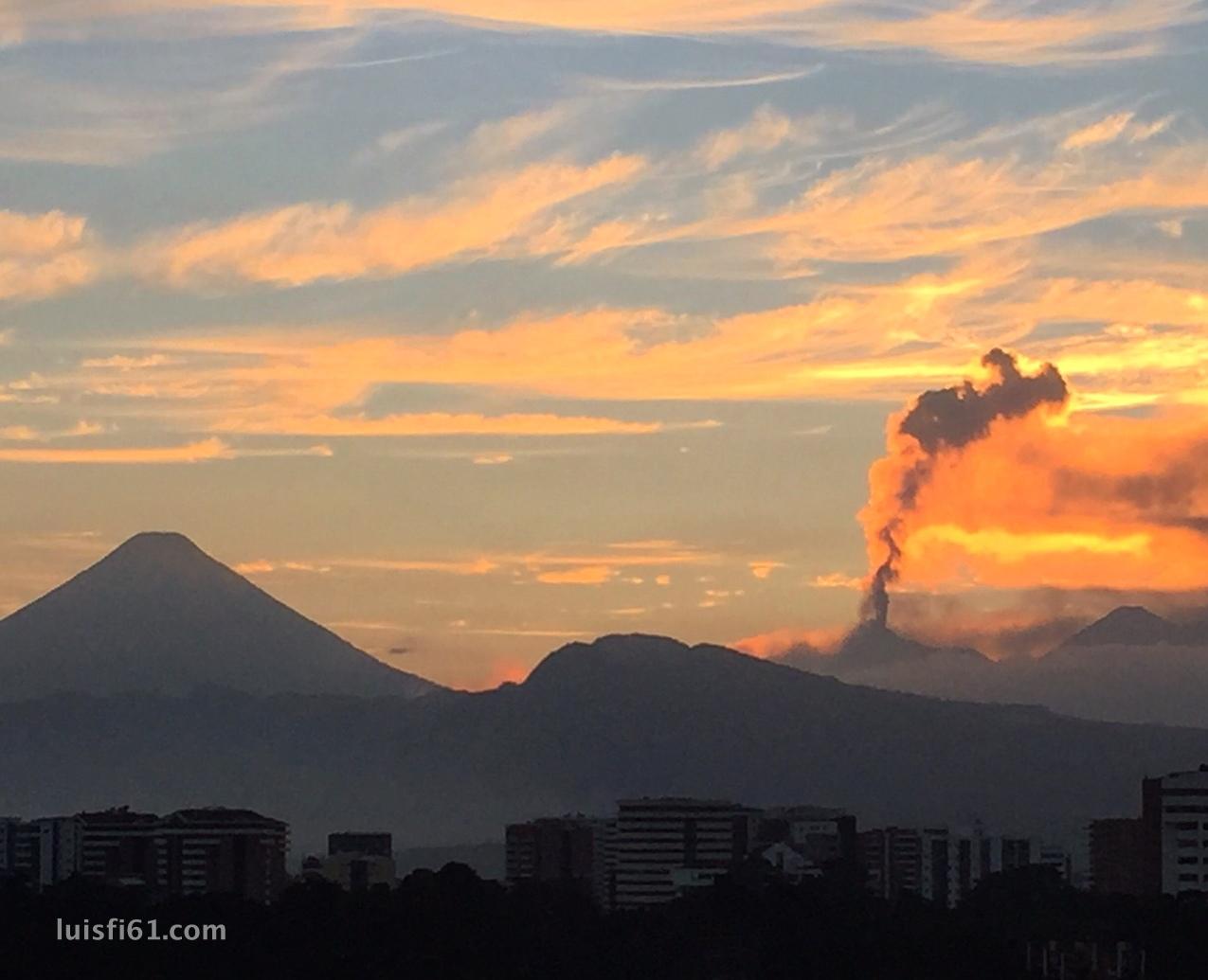 161029-volcan-de-fuego-atardecer-luis-figueroa