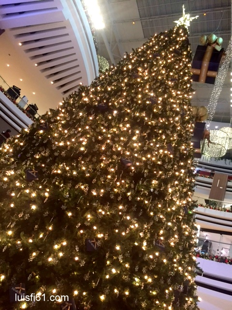arbol-swarovski-oakland-mall